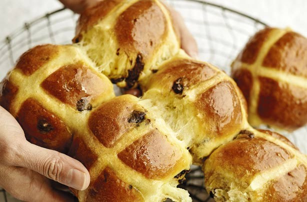 Lisa Faulkner's choc chip hot cross buns