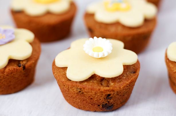 Simnel cake buns