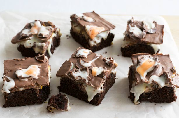 Creme Egg cake bars