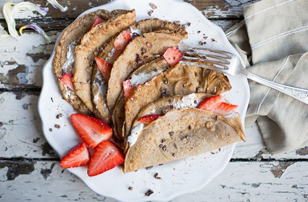 Pancakes with Strawberries and Coconut Cream