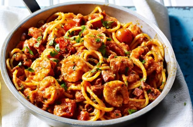 Penne pasta with king prawns cherry tomatoes and lemon for Prawn and spaghetti recipe