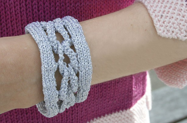 Knit Bracelet Pattern : Free knitting patterns - Knitting pattern: Bracelet - goodtoknow