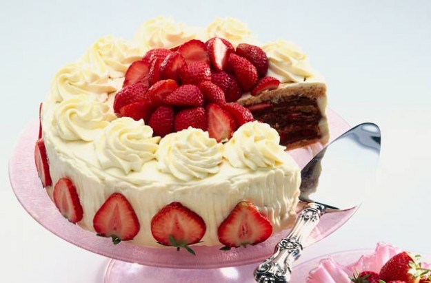 Mary Berry's strawberry cake