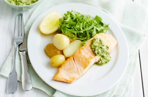 Salmon fillets with minty pesto