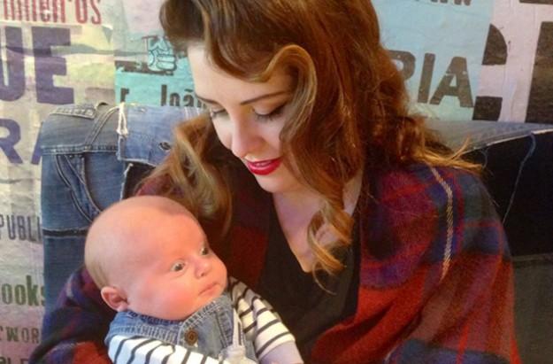 Gemma Colley, breastfeeding after spray tan viral story