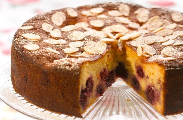 Gizzi Erskine's blackberry Bakewell cake