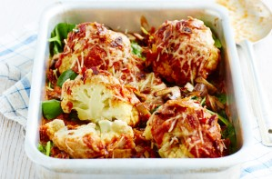 Mini roasted cauliflowers with tomato sauce