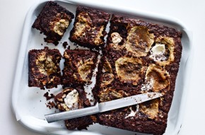 Sticky marshmallow and chocolate tray bake