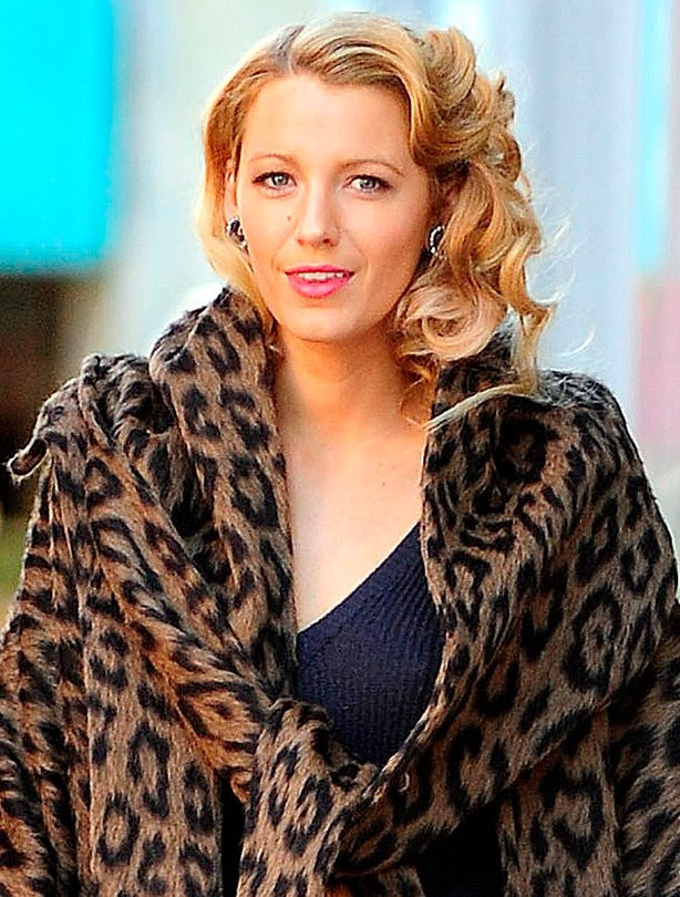 Blake Lively shows off blonde bob
