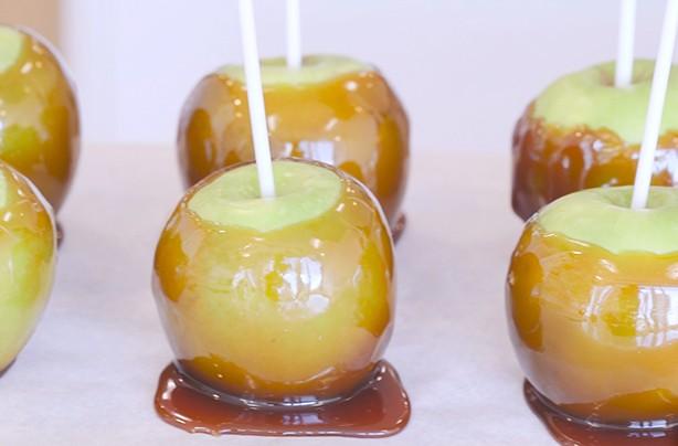 Halloween treats: Toffee apples