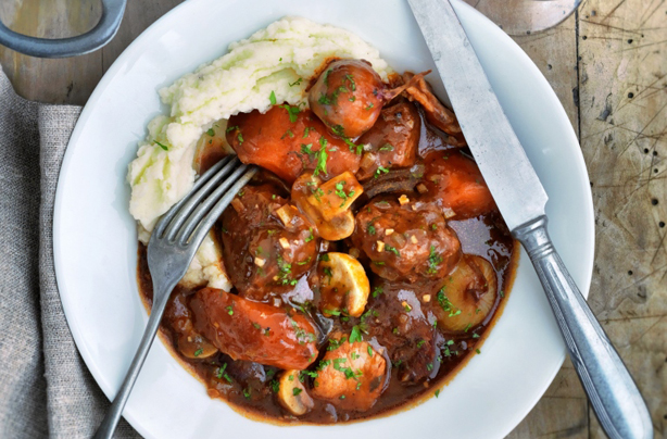 Slimming World's slow cooked beef Bourguignon recipe ...