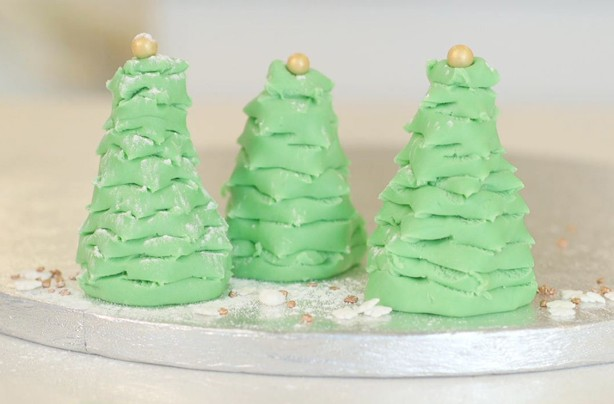 Speedy fondant Christmas trees