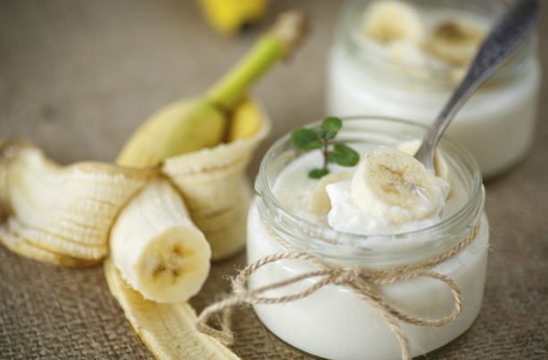 Healthy snacks: Banana yogurt