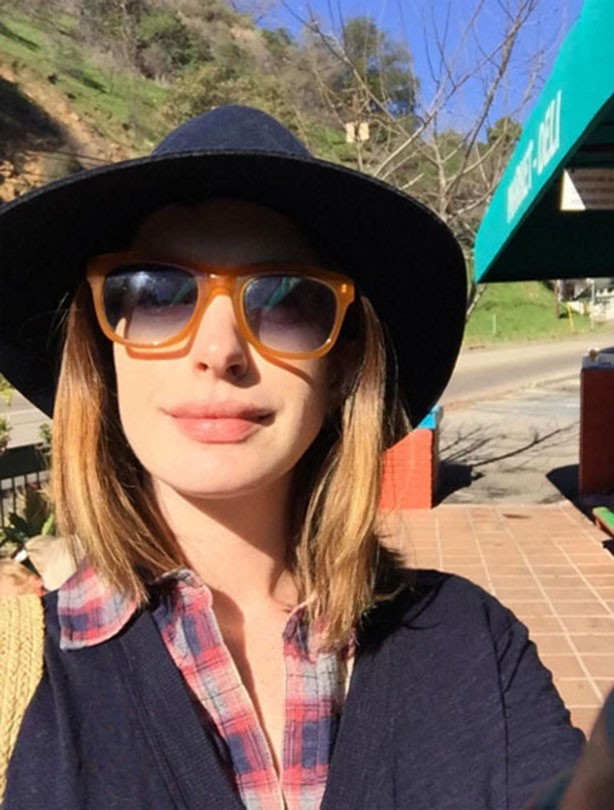Anne Hathaway is a blonde now!