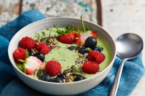 Green tea power smoothie bowl