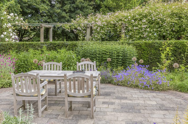 10 Cheap Ways To Spruce Up Your Garden Clean That Patio