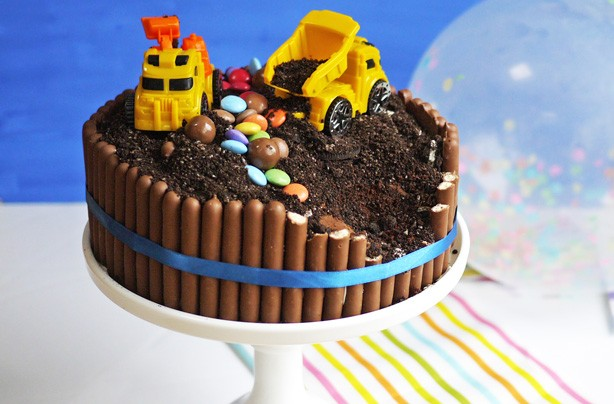 Birthday Cake Ideas Digger : Birthday cake recipes for kids - Digger cake - goodtoknow