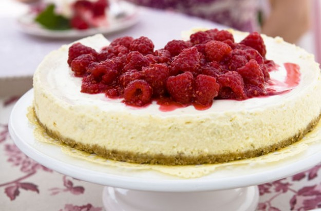 Baked lime cheesecake with raspberries