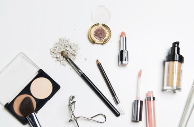 Make up, beauty, foundation, concealer, brushes