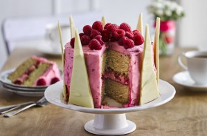 Nadiya Hussain's white chocolate crown cake