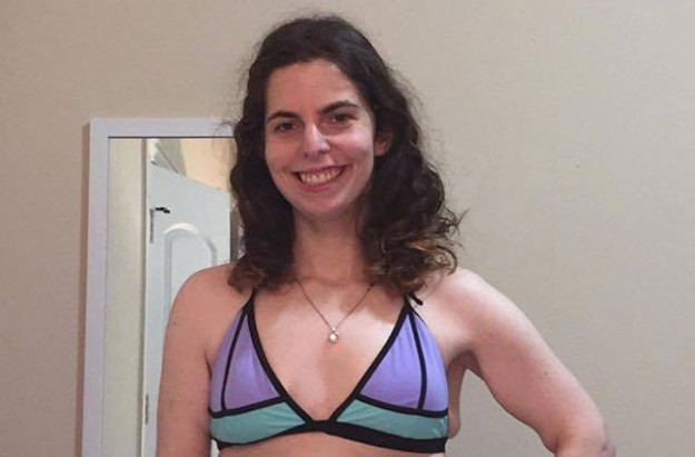 Lesley Miller viral bikini picture