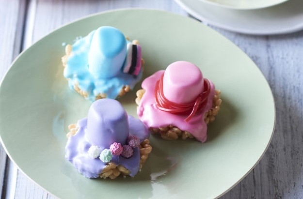 Marshmallow top hats