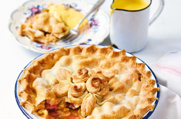 Paul Hollywood Rhubarb plate pie