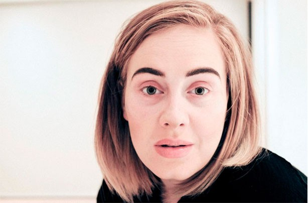 Adele stuns with make-up free photo