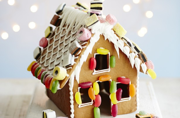 Christmas biscuits recipes: Gingerbread house