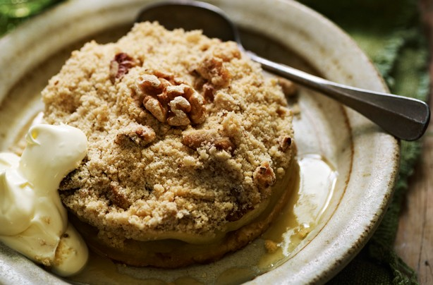 Apple and cinnamon crumble