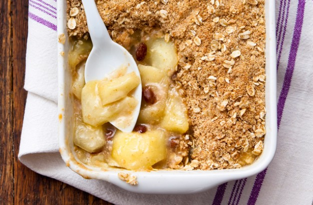 Apple, elderflower and cinnamon crumble