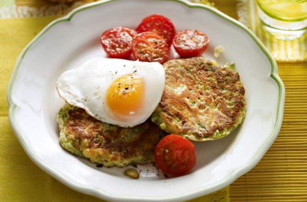 Courgette fritters with eggs and tomatoes