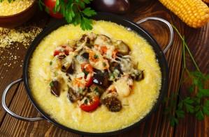 Mince and mushroom polenta bake