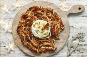 bacon and camembert wreath
