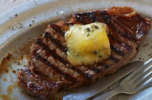 Chilli and pepper buttered steak