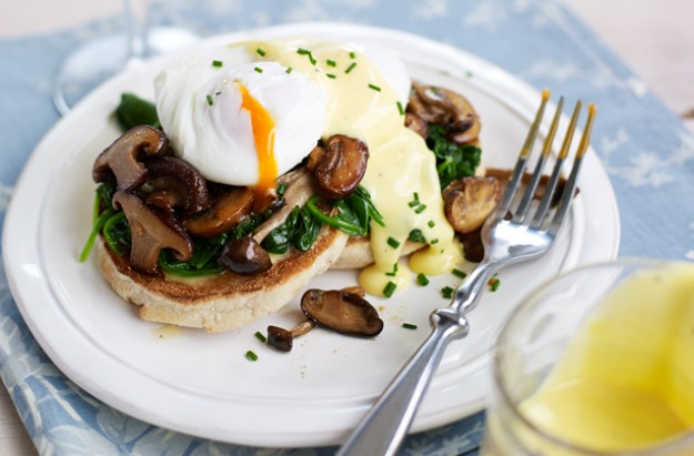 Eggs Benedict with wilted spinach
