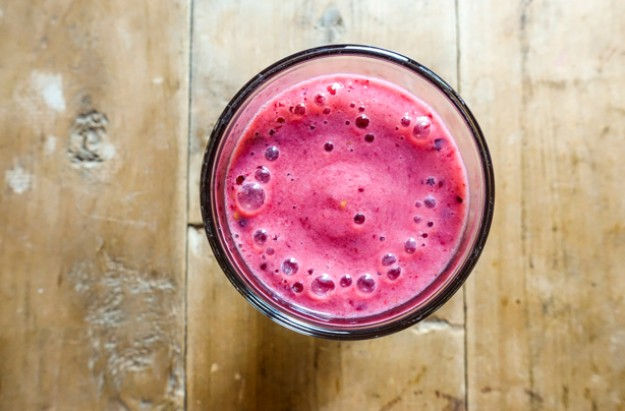 Pomegranate raspberry and banana smoothie