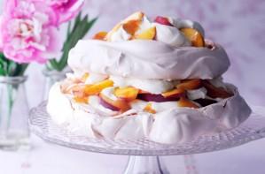 peach and passion fruit pavlova