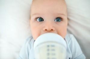 Baby bottle feeding drinking milk, how to increase breast milk