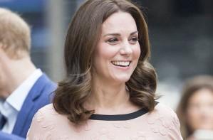 Pregnant Kate at Paddington Station