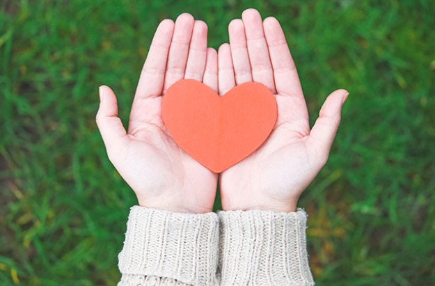 Ways to remember your baby, heart in woman's hands